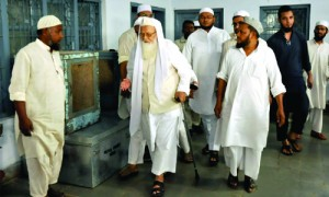 अखिल भारतीय मुस्लिम पर्सनल लॉ बोर्ड ये नहीं जानते कि ये क्या कर रहे हैं