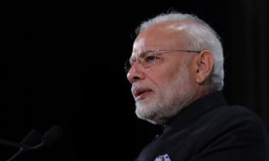 मोदी के खिलाफ विवादित बयानों की आंधी