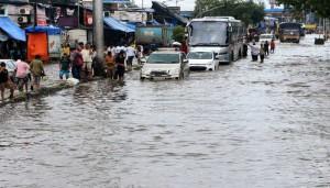 मौसम /मुंबई में बारिश के कारण 20 उड़ानें रद्द, 280 में देरी; आज गुजरात, मध्य प्रदेश समेत 14 राज्यों में भारी वर्षा की चेतावनी