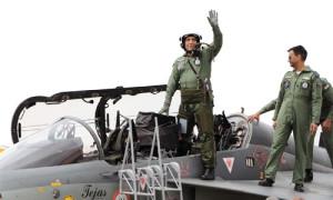 राजनाथ की साहसिक उड़ान
