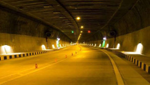 जम्मूकश्मीर में राष्ट्रीय राजमार्ग- 44 पर चेनानी-नाश्री सुरंग मार्ग को डॉक्टर श्यामा प्रसाद मुखर्जी के नाम पर रखा जाएगा।