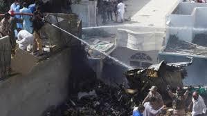 कराची में 107 यात्रियों को ले जा रहा पाकिस्तानी विमान दुर्घटनाग्रस्त
