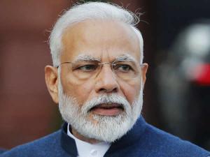 प्रधानमंत्री नरेंद्र मोदी ने लोगों का जीवन बचाने और देश की अर्थव्यवस्था में स्थिरता लाने के लिए सरकार की प्रतिबद्धता दोहराई